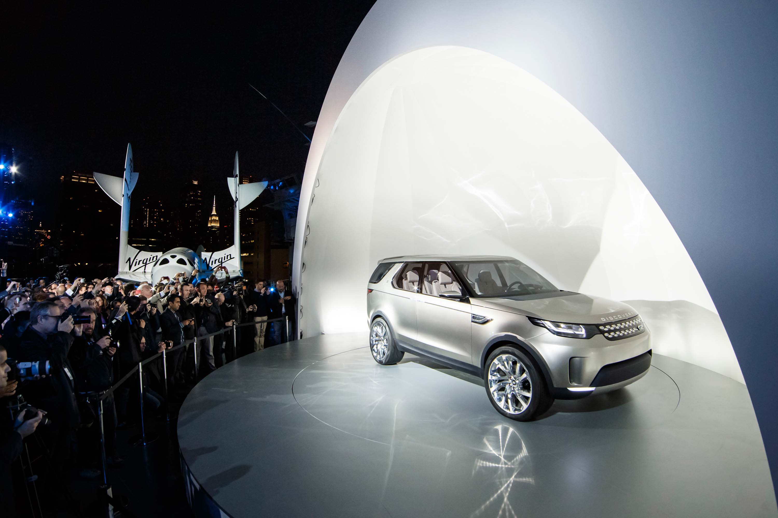 http://images.betweentheaxles.net/_uploads/2014/04/land-rover-discovery-vision-concept-car-115.jpg