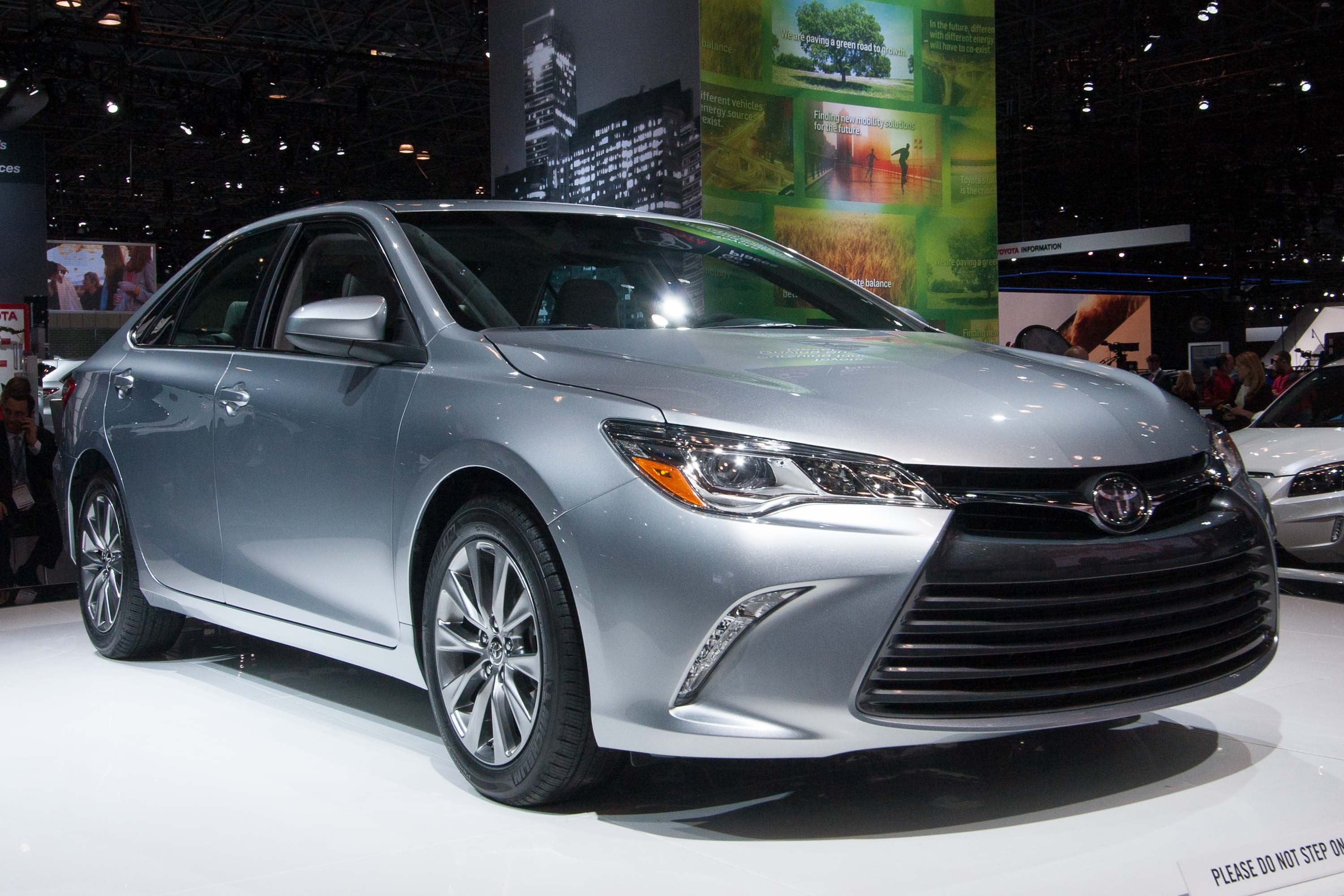 toyota camry hybrid and sedan difference