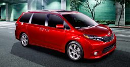 MY2015 XL30 Toyota Sienna offers dual-view rear screen, new dashboard
