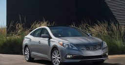 HG Hyundai Azera: Blind spot monitoring standard for 2015