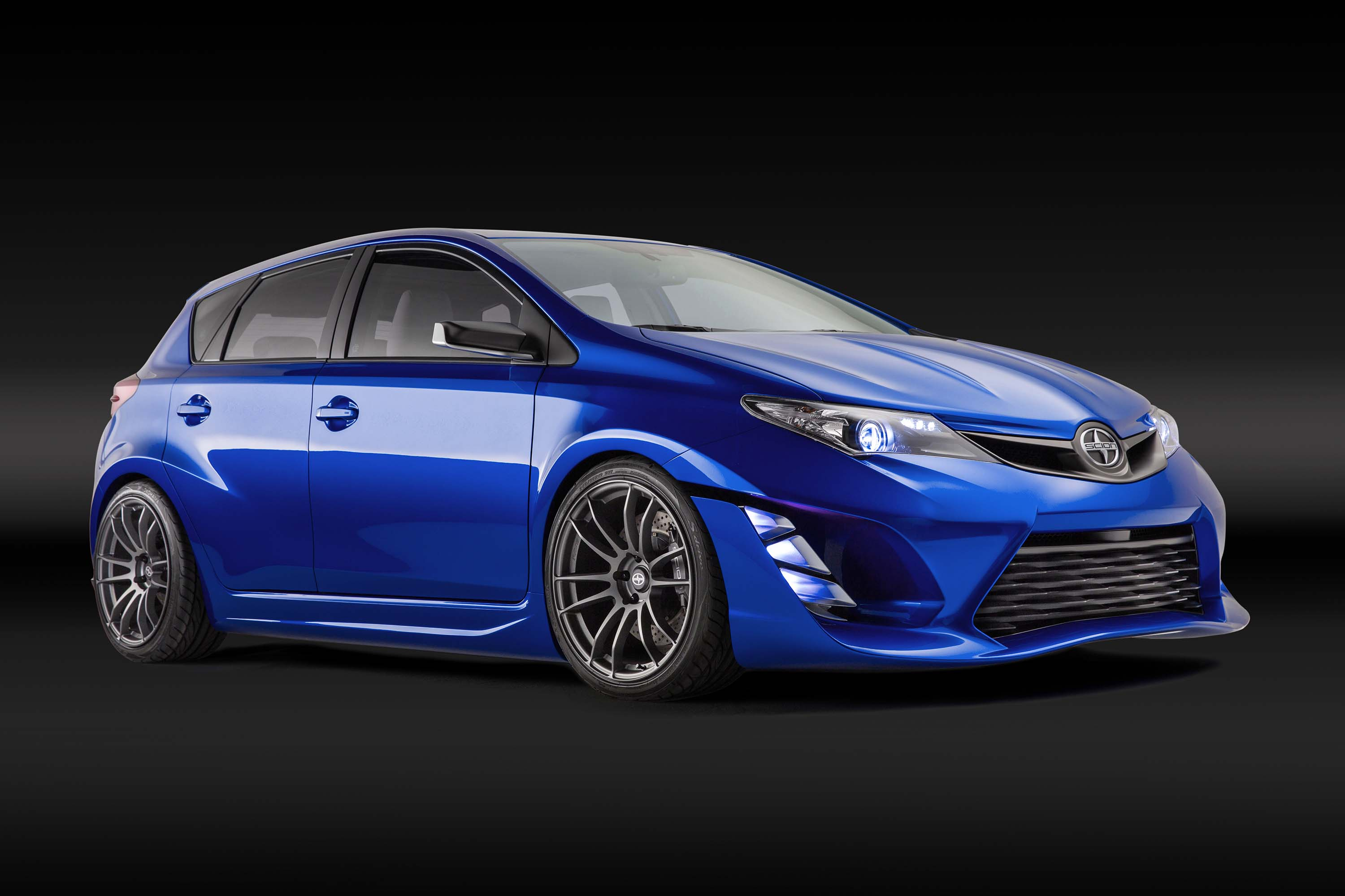 Scion iM concept is an a tarted up Toyota Auris hatchback