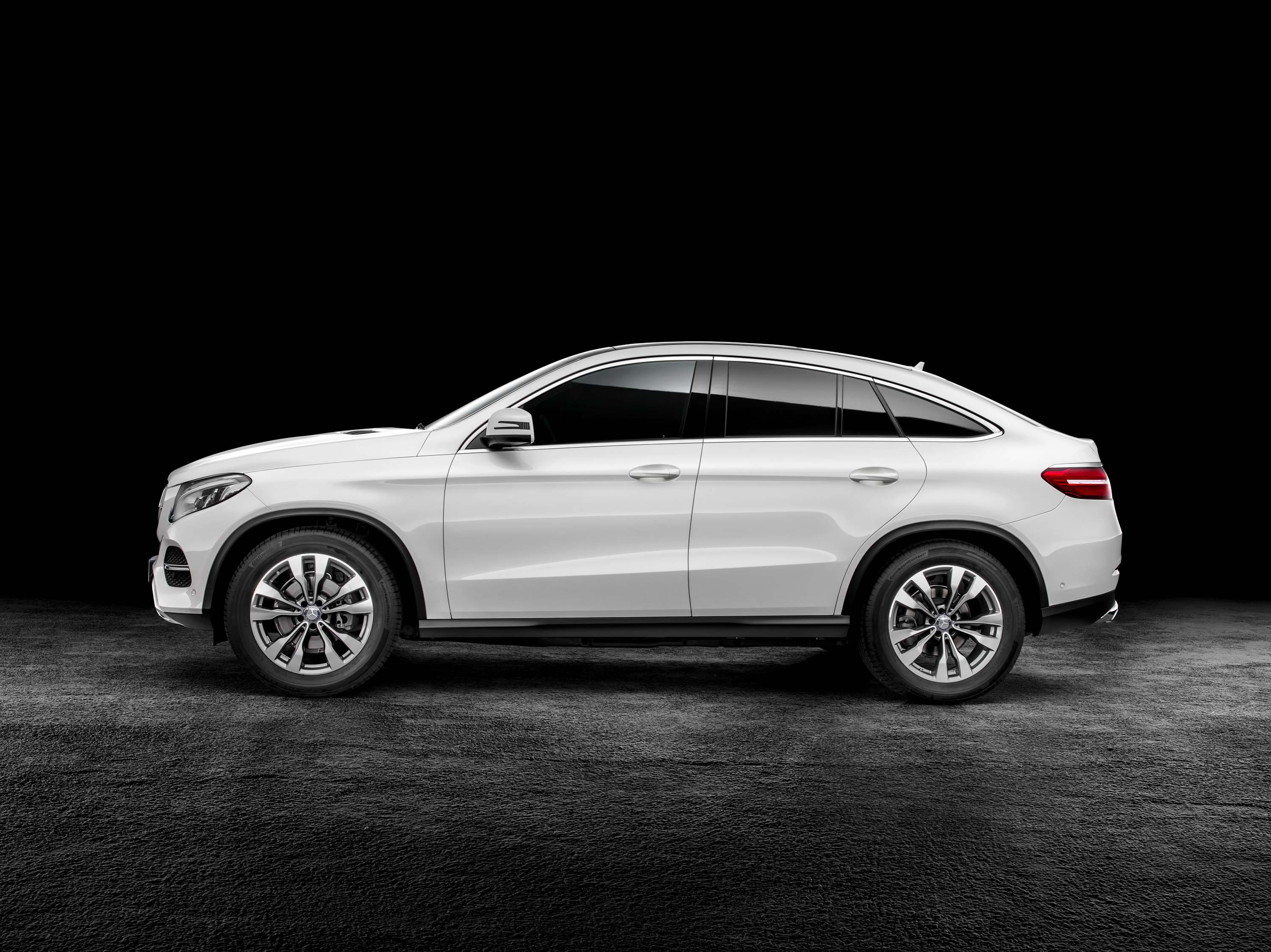 C292 Mercedes Benz Gle Coupe Debuts Softcore Amg Variant