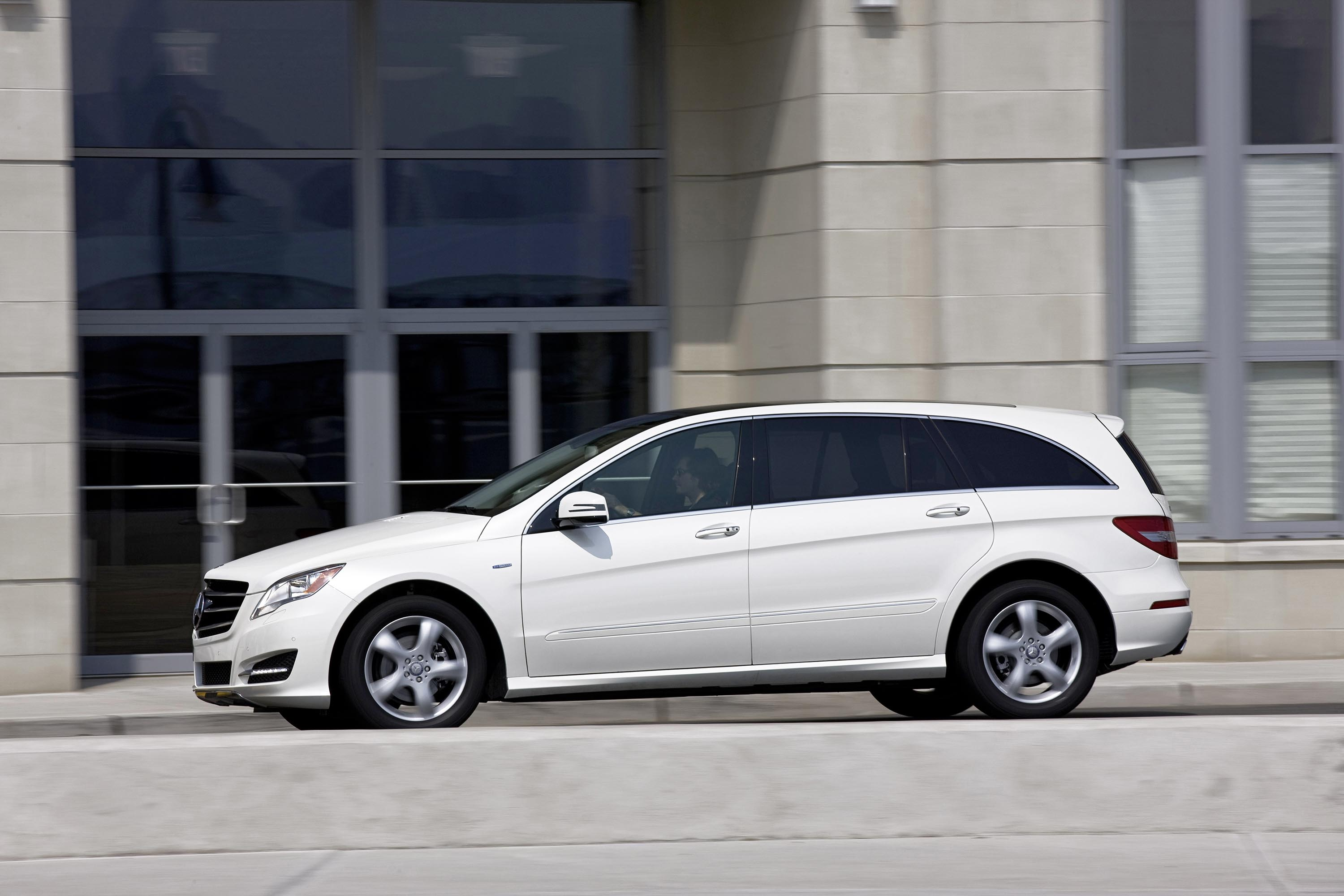 Mercedes Benz Minivan >> Mercedes-Benz R-Class: AM General to produce China-only model | Between the Axles