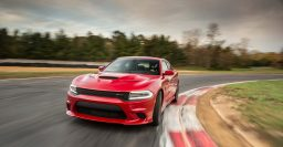 Dodge Charger SRT Hellcat: Hits 202mph, 325km/h top speed on video