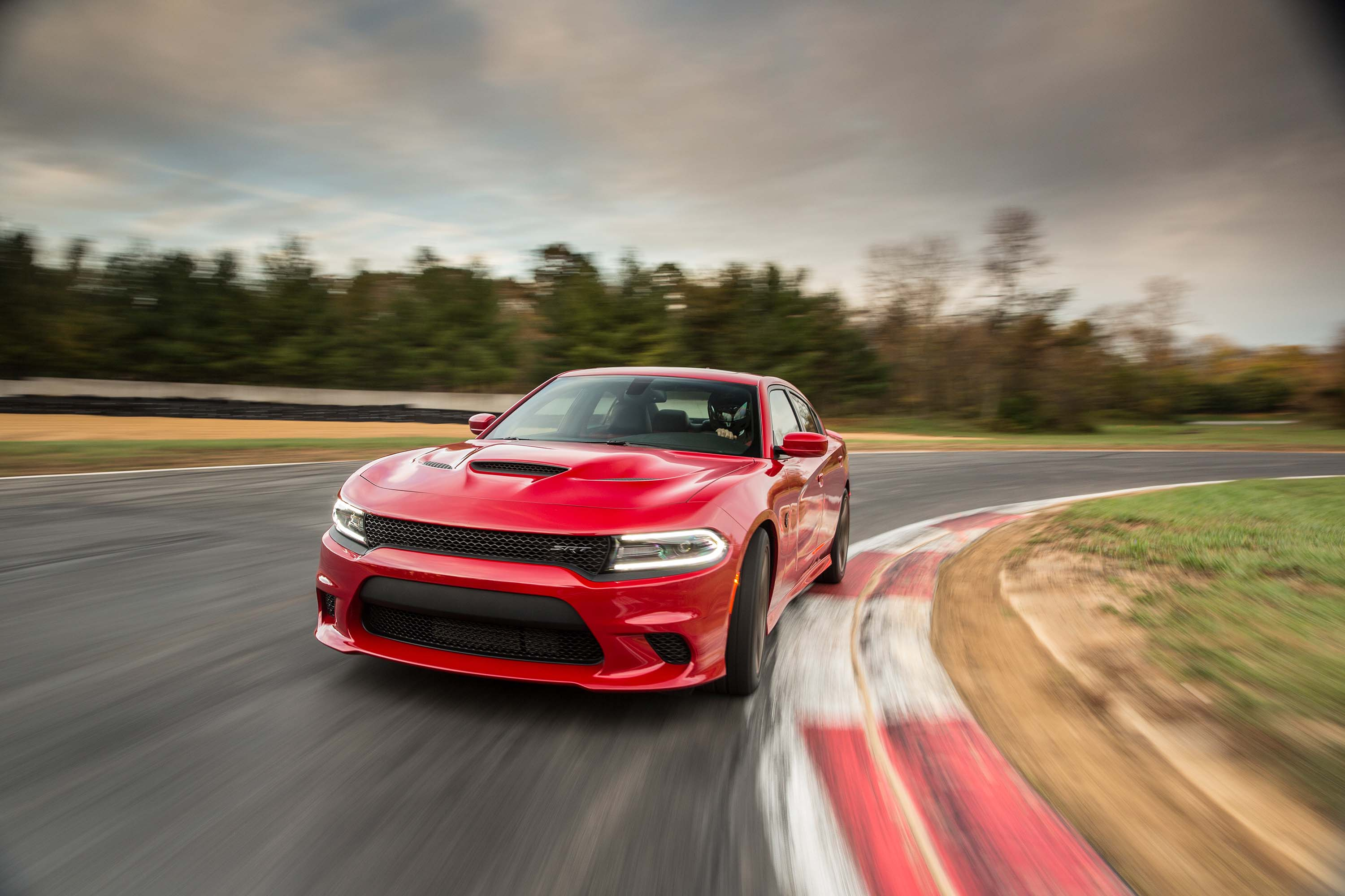 dodge charger srt hellcat hits 202mph 325km h top speed on video between the axles. Black Bedroom Furniture Sets. Home Design Ideas