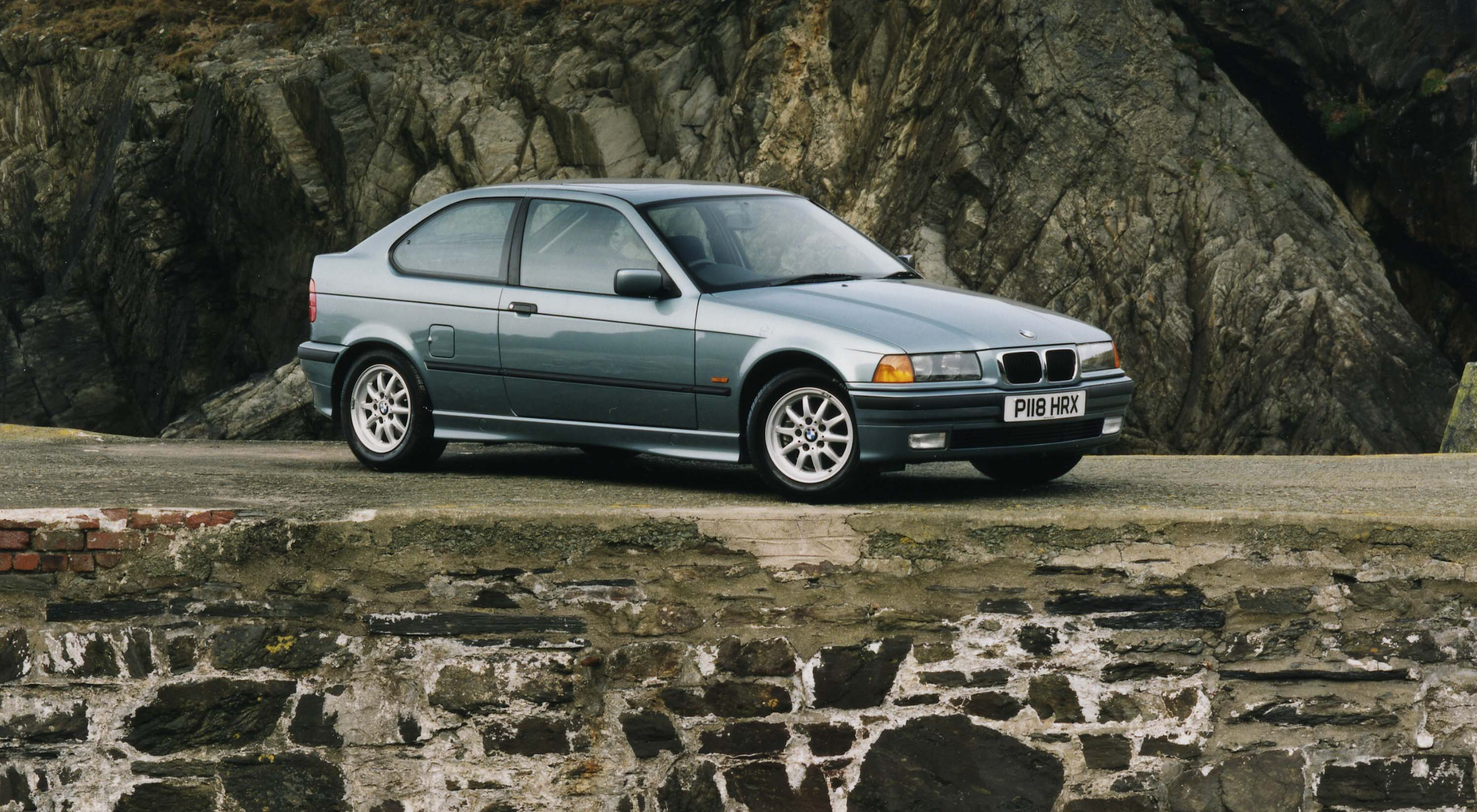 1993 e36 5 bmw 3 series compact 318ti photo gallery between the axles. Black Bedroom Furniture Sets. Home Design Ideas
