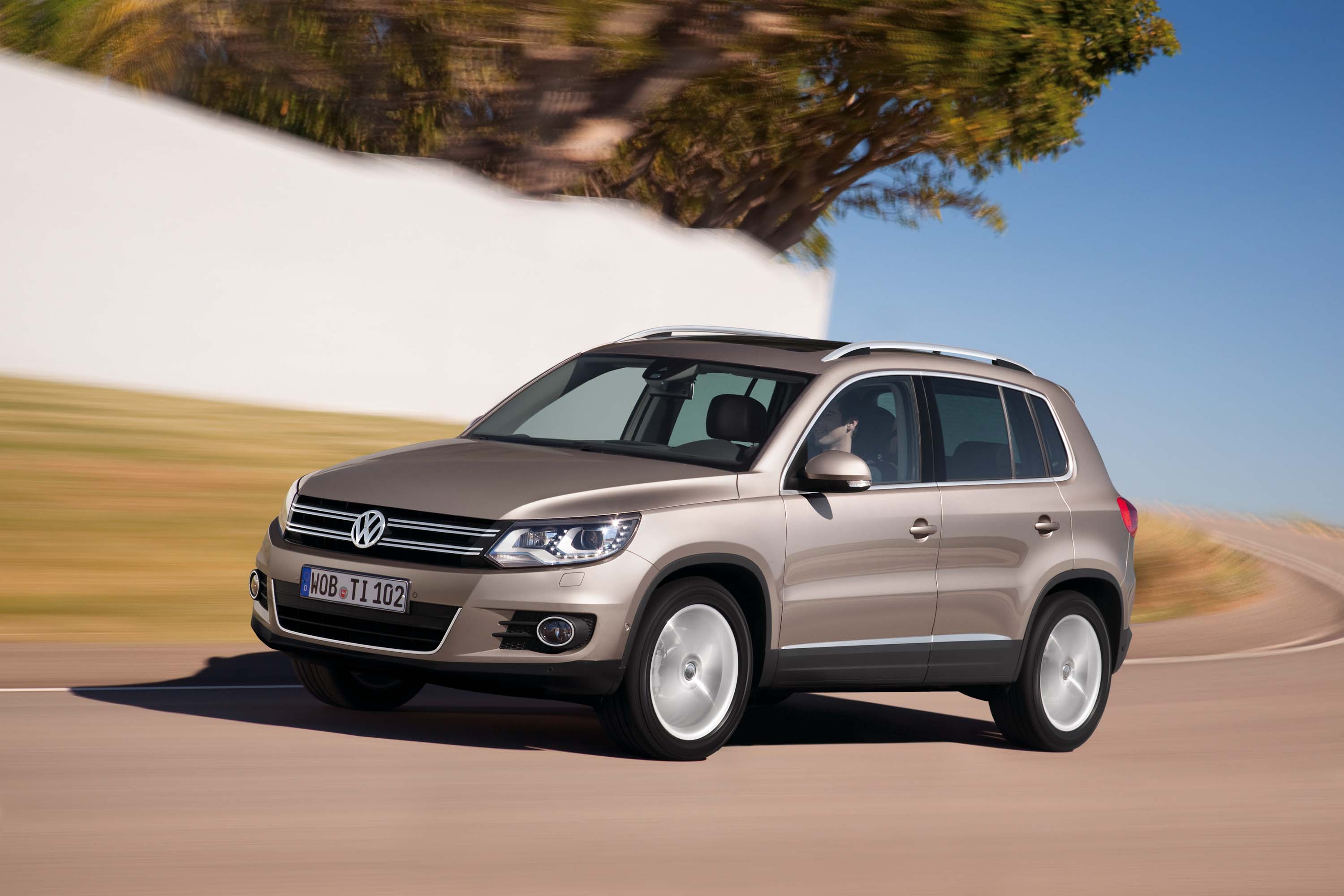 2018 volkswagen tiguan limited old model lives on for another year between the axles. Black Bedroom Furniture Sets. Home Design Ideas