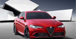 Alfa Romeo Giulia: Ferrari engine sounds awesome – video
