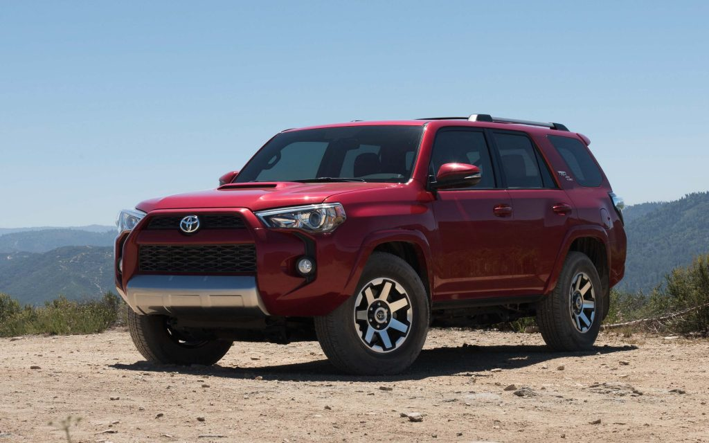 2017 toyota 4runner trd off road isn t quite a pro between the axles. Black Bedroom Furniture Sets. Home Design Ideas