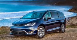 2017 Chrysler Pacifica wins inaugural North American Utility of the Year