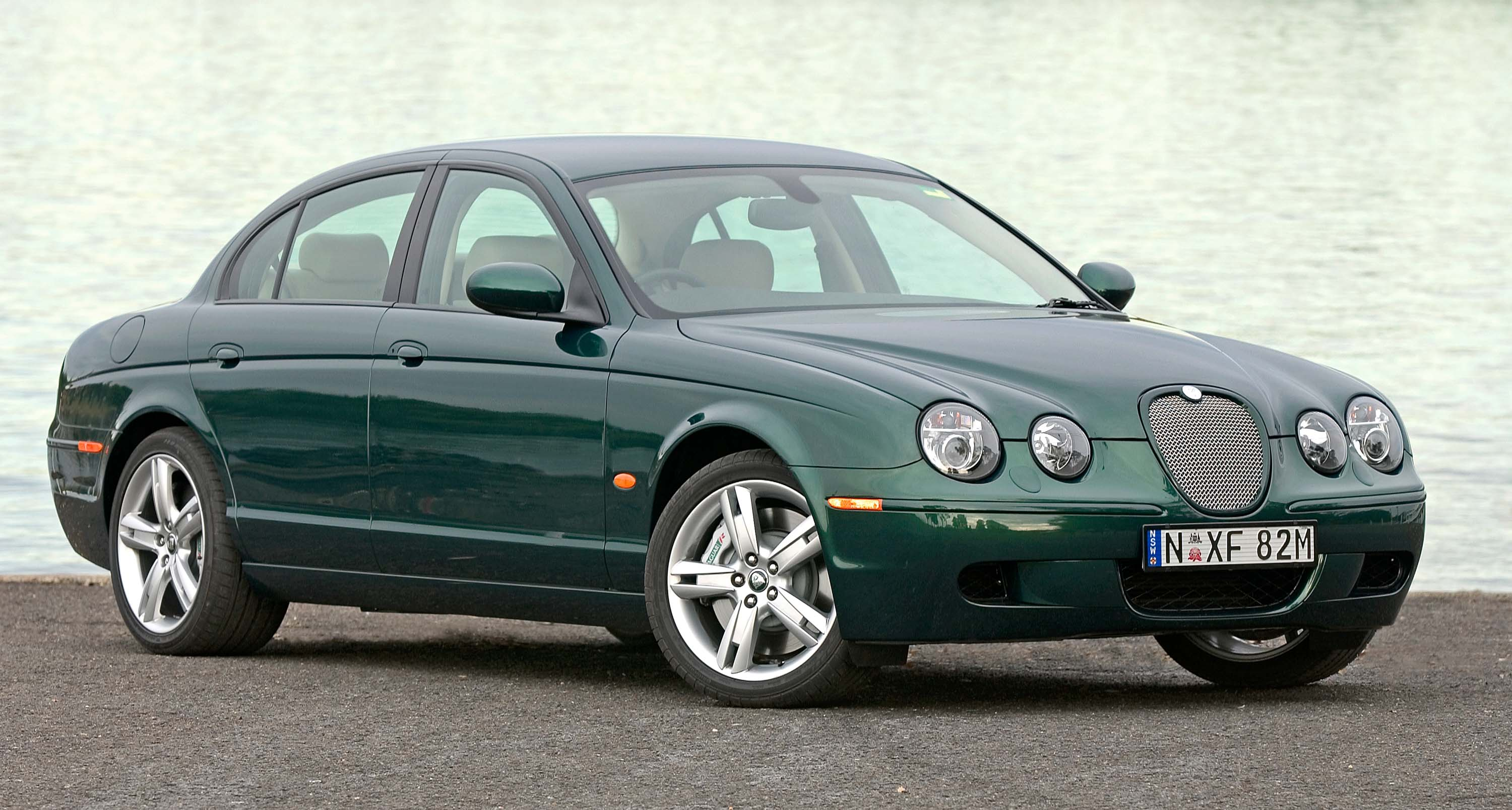 jaguar s type 2004 2009 facelift x200 second generation photos between the axles. Black Bedroom Furniture Sets. Home Design Ideas