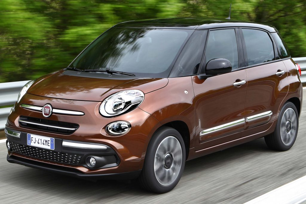 fiat 500l 2017 facelift type l0 first generation eu photos between the axles. Black Bedroom Furniture Sets. Home Design Ideas