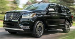 2018 Lincoln Navigator Extended Length: Extra foot for passengers, trunk