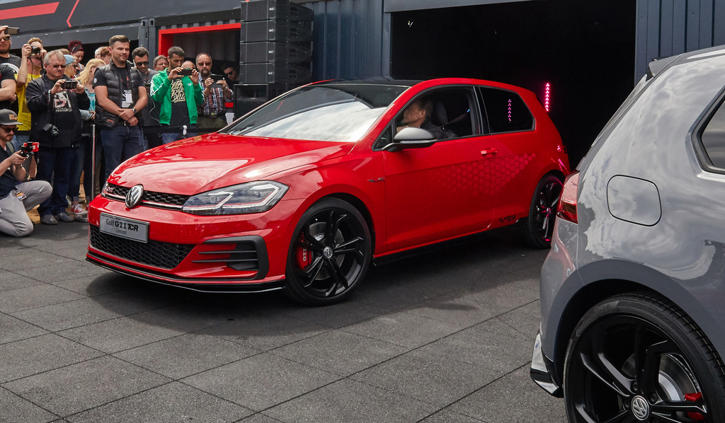Volkswagen Golf GTI TCR Concept 3-door hatch (2018, Mark VII) photos | Between the Axles