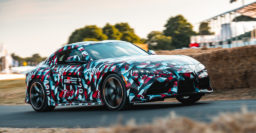 2019 Toyota Supra roars up the hill with I6 turbo at Goodwood – video