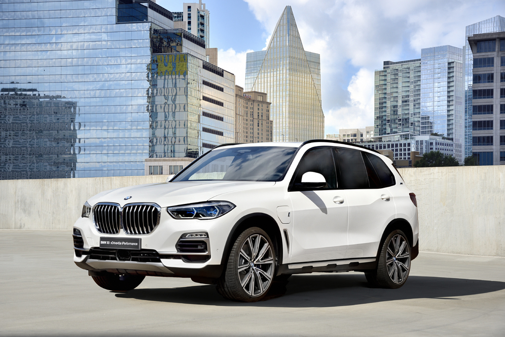 2019 bmw x5 xdrive45e a high performance plug in hybrid suv between the axles. Black Bedroom Furniture Sets. Home Design Ideas