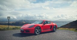2019 Porsche 718 Boxster/Cayman T: Stripped out for more pure driving