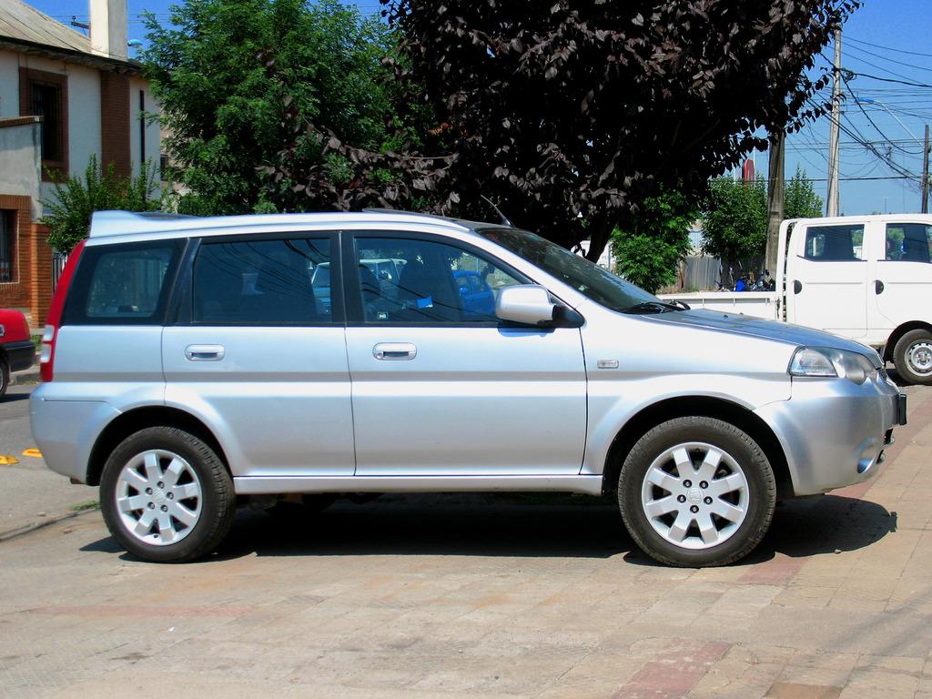 Honda HR-V (2002-2006 facelift, first generation, on the street) photos