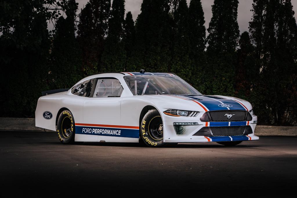 Ford Mustang NASCAR Xfinity Series race car (2020) photos