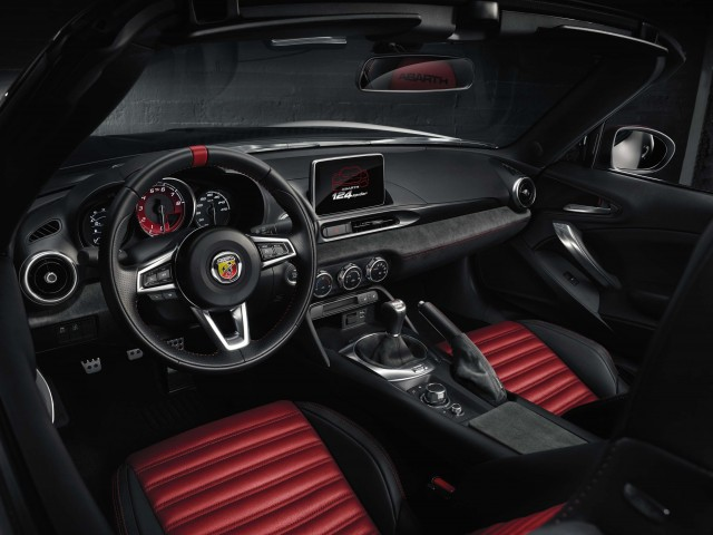 Abarth 124 Spider - interior, dashboard
