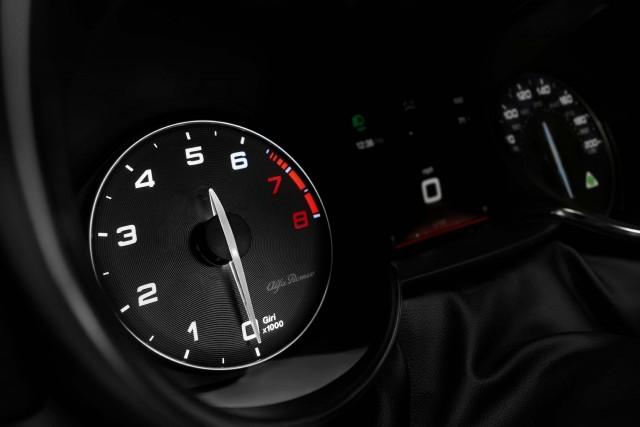 2017 Alfa Romeo Giulia Quadrifoglio - tachometer