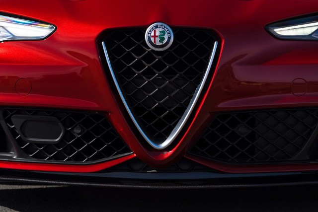 2017 Alfa Romeo Giulia Quadrifoglio - grille, headlights