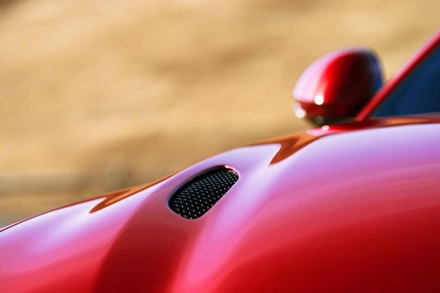 2017 Alfa Romeo Giulia Quadrifoglio - hood vent