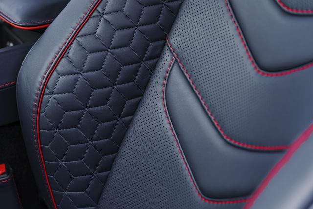 2019 Aston Martin DBS Superleggera - seats