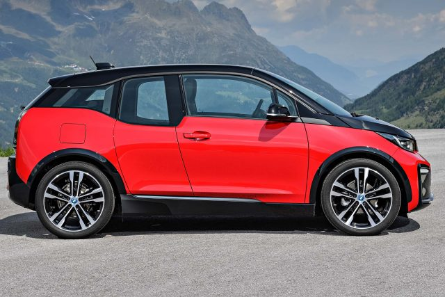 2018 BMW i3s facelift - side, red and black