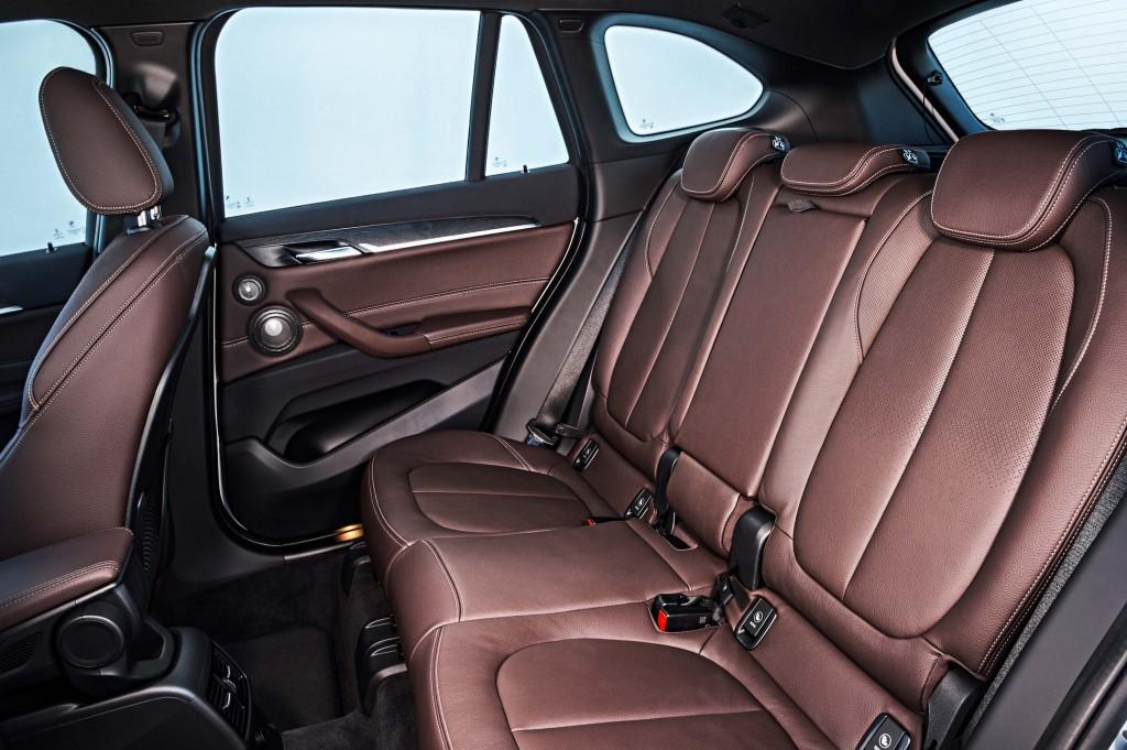 F48 BMW X1 xDrive20d - rear seats