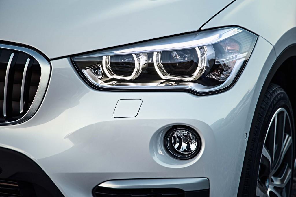 F48 BMW X1 xDrive20d - headlight