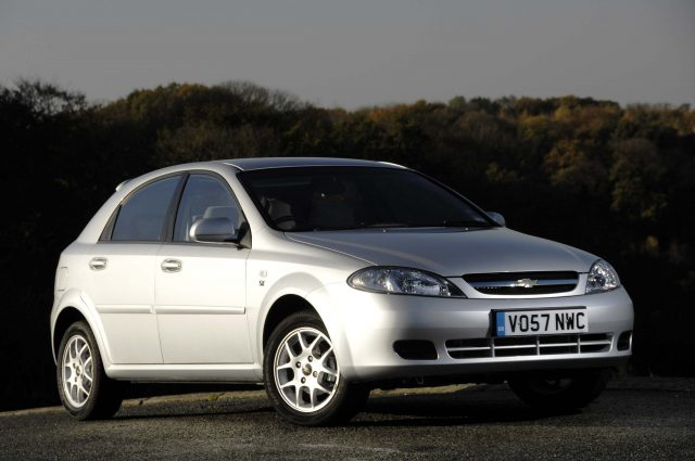 2009 J200 Chevrolet Lacetti hatch - front, silver