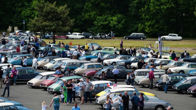 Citroen DS 60th anniversary meeting - car park