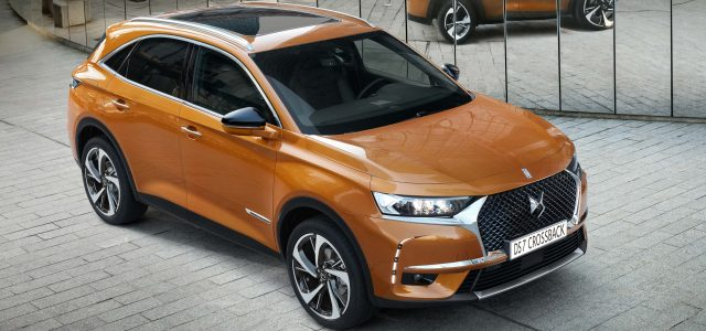 2017 DS 7 Crossback - front, orange
