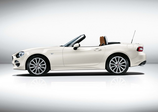 Fiat 124 Spider - white, side