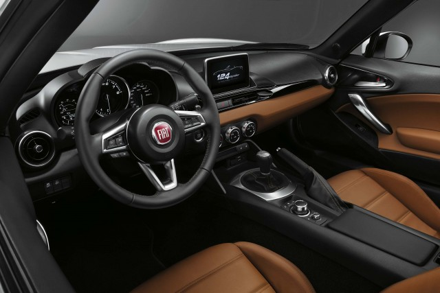 Fiat 124 Spider - interior, dashboard