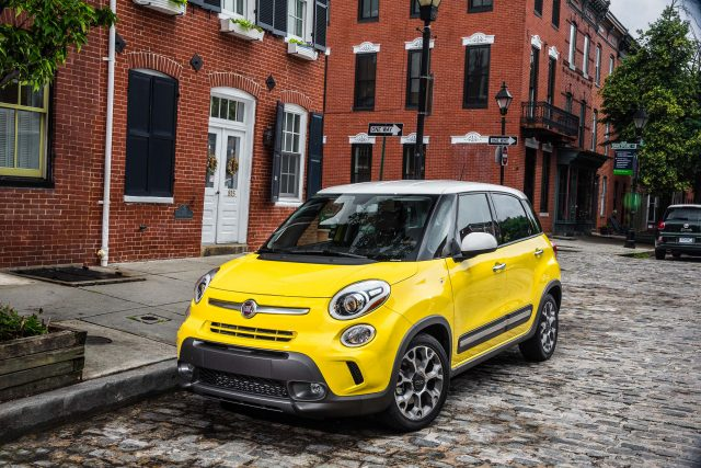 2015 Fiat 500L - front, yellow