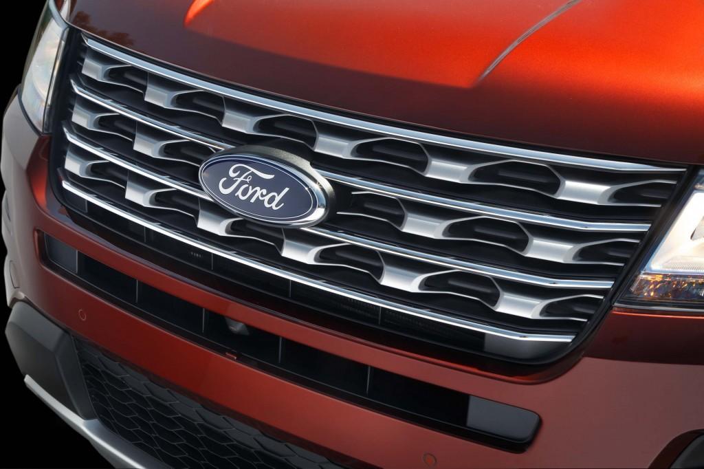 U502 Ford Explorer facelift - chrome grille