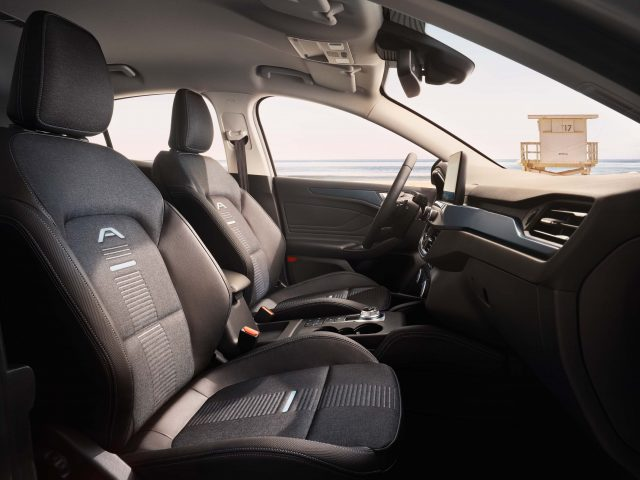 2018 Ford Focus Active hatch - front seats
