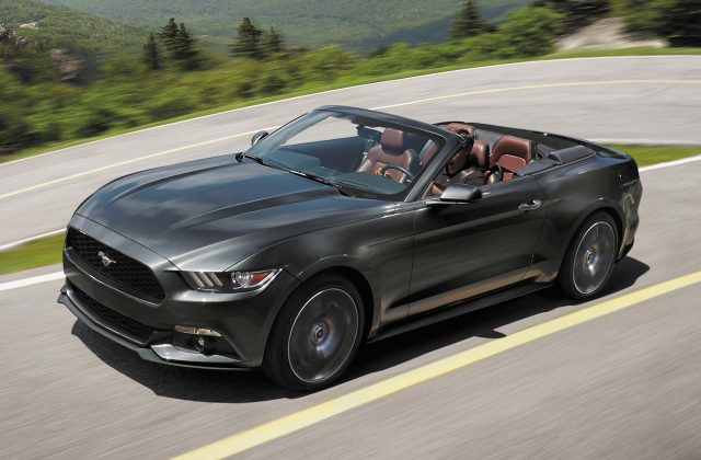 2018 ford mustang vs 2017 ford mustang facelift changes side by side between the axles. Black Bedroom Furniture Sets. Home Design Ideas