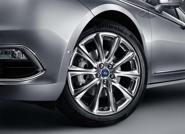 Ford Taurus (seventh generation) - 19-inch alloy wheels