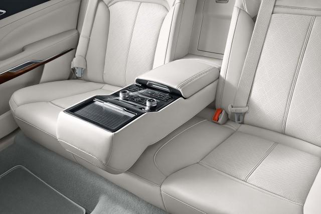 Ford Taurus (seventh generation) - rear seats