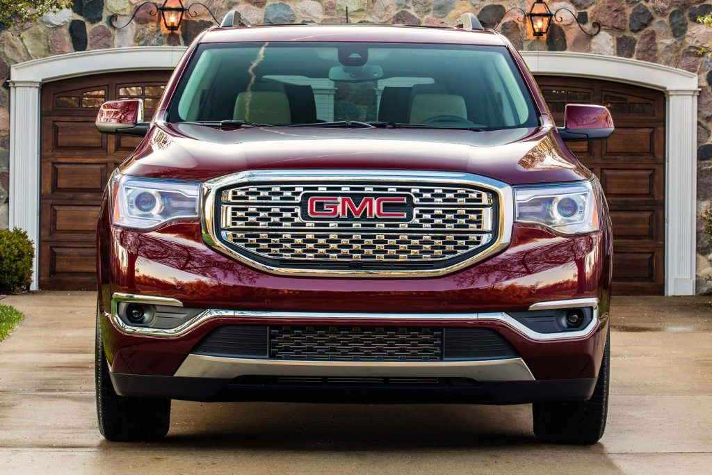 2020 GMC Acadia vs 2017-2019: Facelift changes compared ...