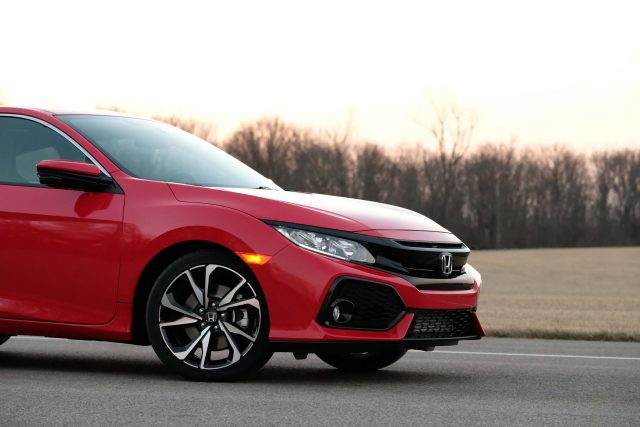 2018 Honda Civic Type R vs Si: Differences in side-by-side comparison ...