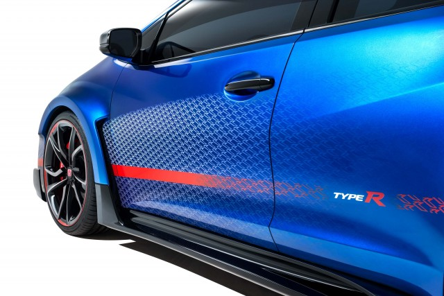 Honda Civic Type-R Concept II - sills, pumped up fenders, door graphics