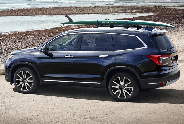 2019 Honda Pilot facelift - rear, blue, surfboard on roof