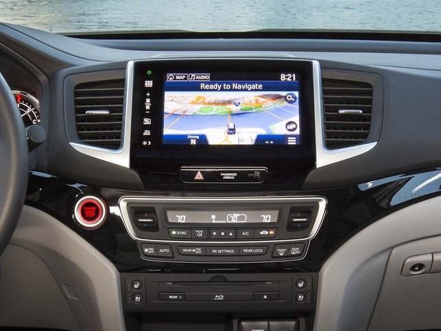 2016 Honda Pilot Elite - infotainment screen