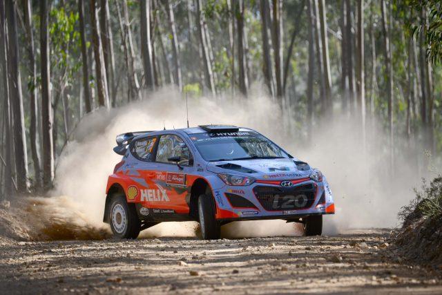 Hyundai i20 WRC at 2015 Rally de Portugal - sideways, dirt track