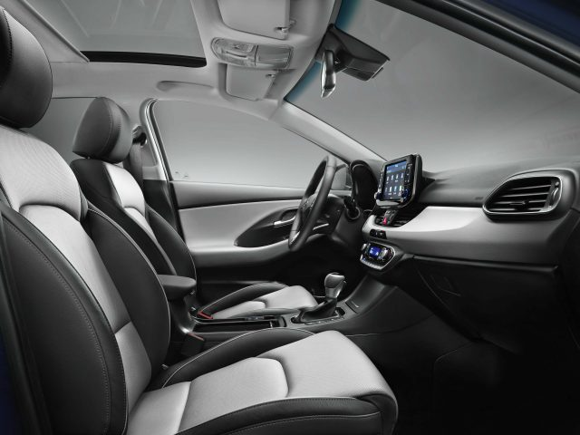 2017 Hyundai i30 - front seats, black and white leather