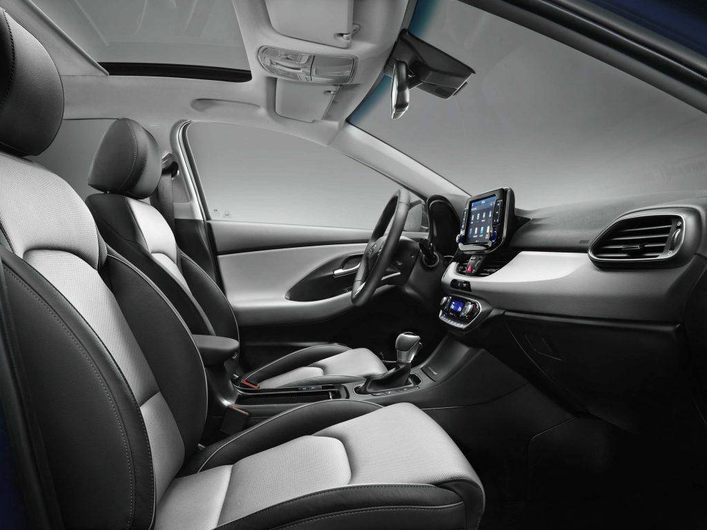 2017 Hyundai i30 - front seats, black and white leather